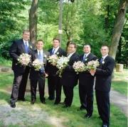105-groomsmen-and-flowers